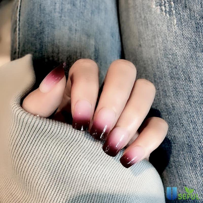 Mẫu nail ombre màu đỏ duyên dáng