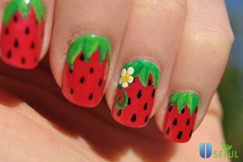 Mẫu nail trái cây hình dâu tây xinh xắn