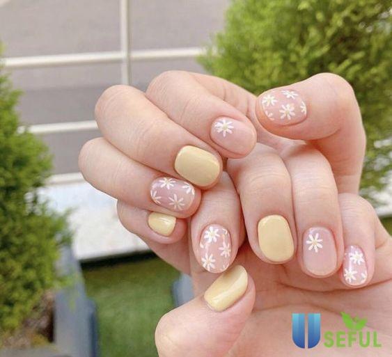 Mẫu nail màu nude đáng yêu