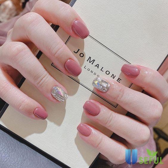 Mẫu nail màu hồng sành điệu