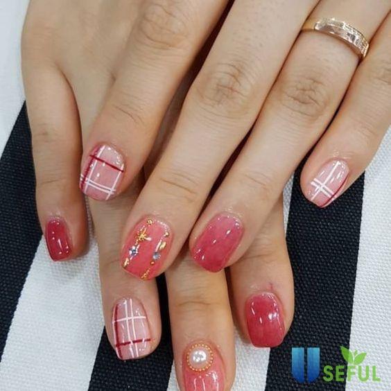 Mẫu nail màu hồng ấn tượng