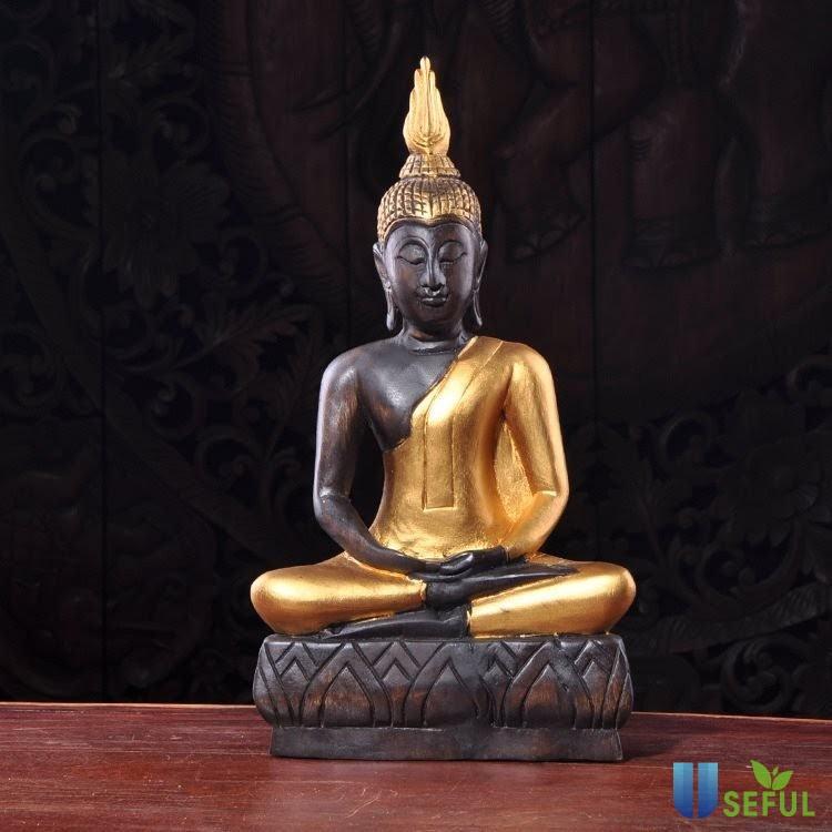 Tượng Phật khắc gỗ là món quà lưu niệm nhiều du khách chọn mua
