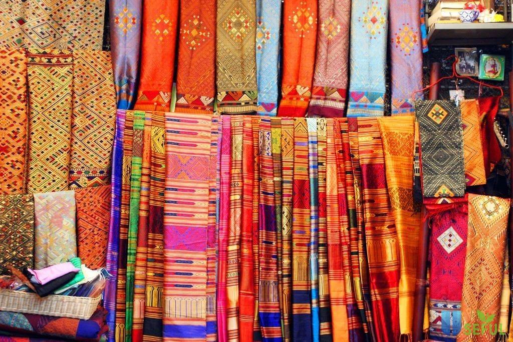Lụa Thái Lan đa dạng màu sắc và mẫu mã