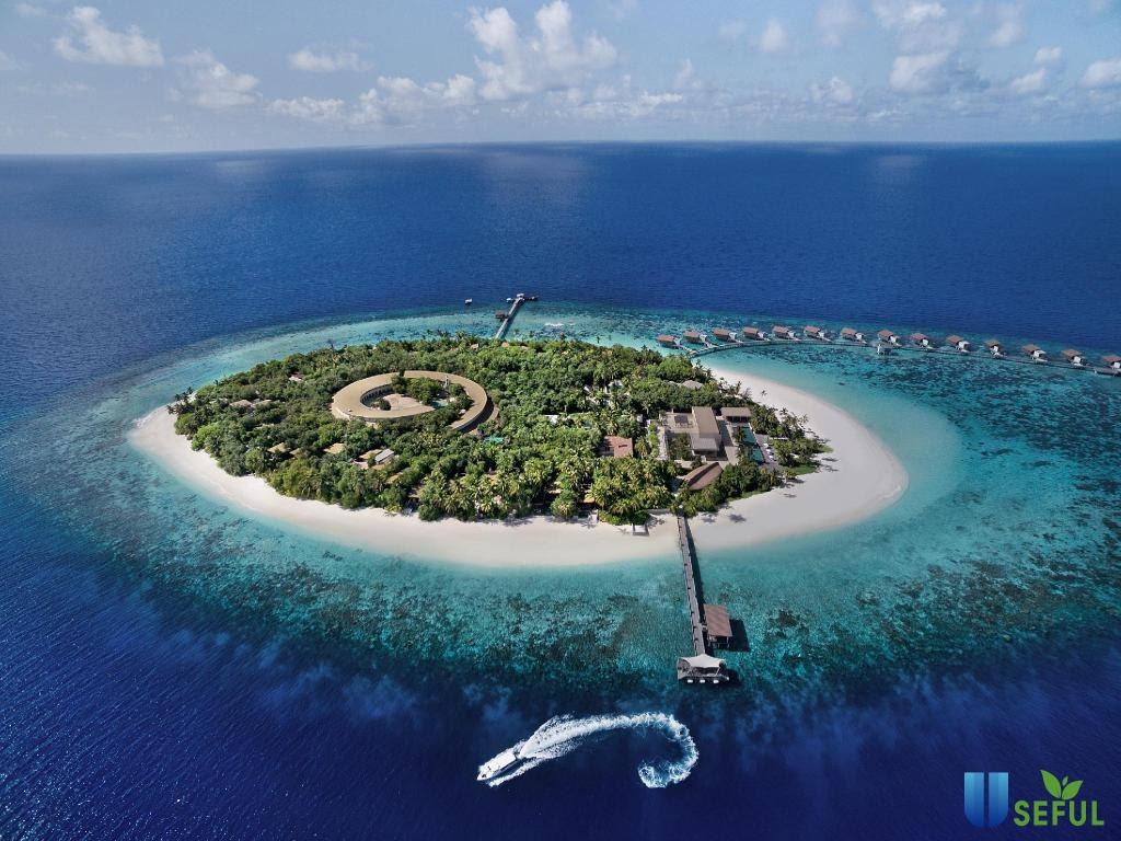 Maldives ở phía Nam quần đảo Lakshadweep của Ấn Độ Dương