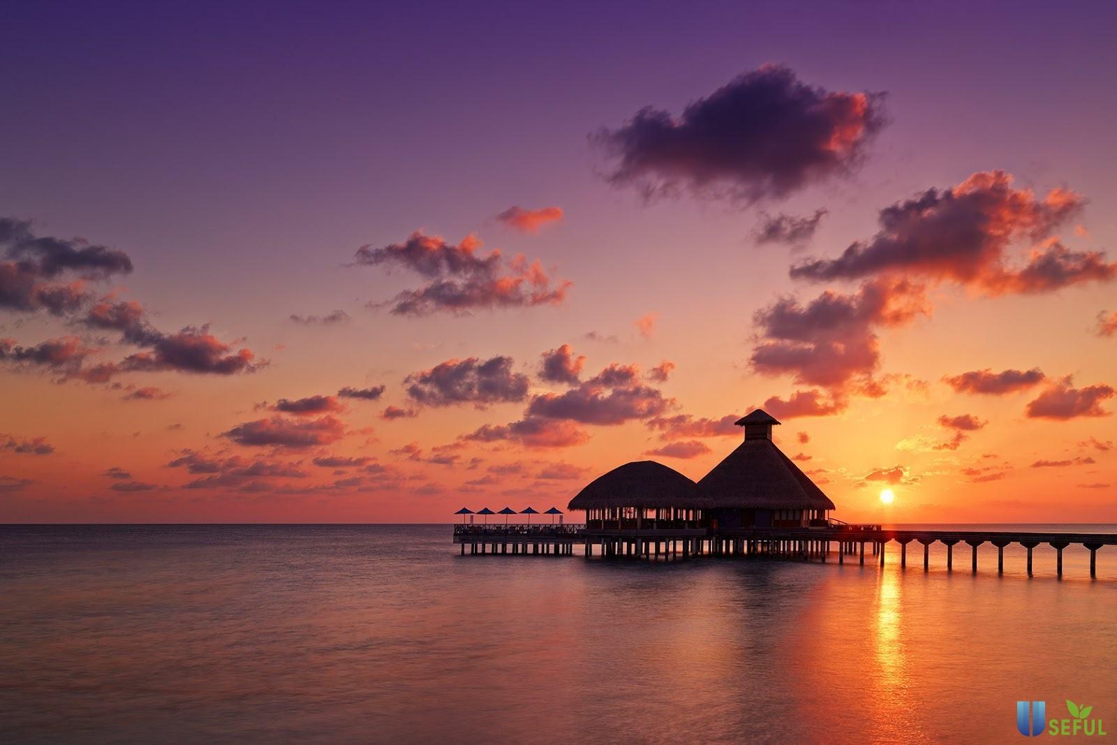 Hoàng hôn đẹp hơn tranh vẽ ở biển Maldives